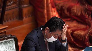 «فکر میکنی کی هستی؟» استراحت کردن نخستوزیر ژاپن دردسرساز شد
