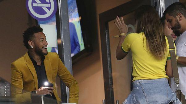 ناپدری ۲۲ ساله نیمار کیست؟ افشای رابطه عاشقانه مادر ستاره برزیلی و مانکن جوان