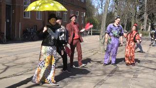 Covid-19 in Dänemark: Bald wieder Schule und Zirkus im Hinterhof