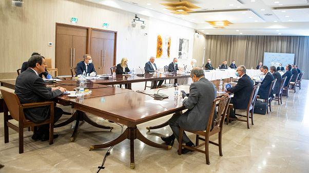 ΠτΔ – Σύσκεψη με Πρόεδρο Βουλής, Διοικητή Κεντρικής Τράπεζας και αρχηγούς πολιτικών κομμάτων