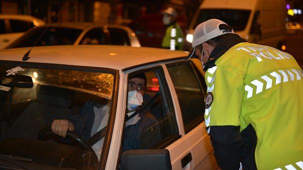48 saatlik sokağa çıkma yasağının sona ermesinin ardından Kahramanmaraş'ta yoğunluk oluştu