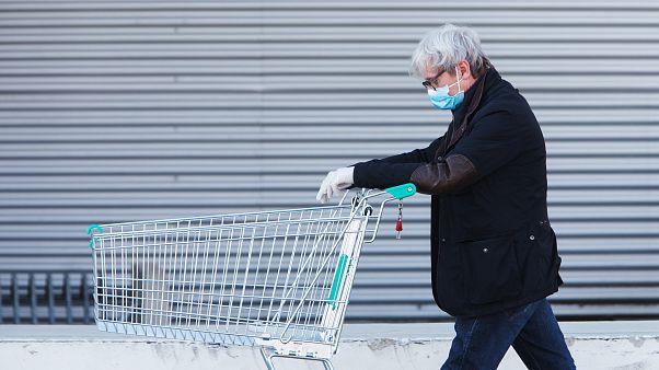 Unter strengen Auflagen: In Österreich öffnen kleine Geschäfte