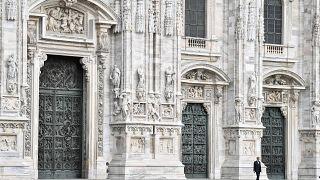 التينور الإيطالي أندريا بوتشيلي يؤدي لمناسبة عيد الفصح في أرجاء كاتدرائية دومو في ميلانو