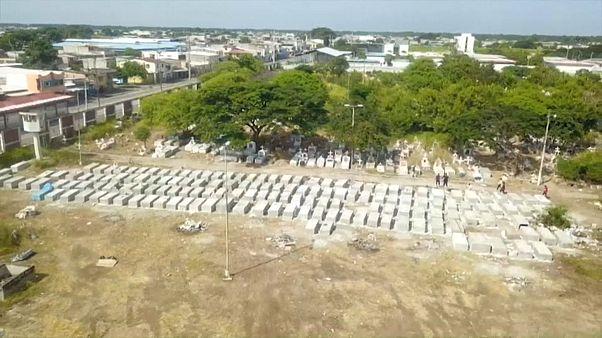 Covid-19: Ekvador'da 800 ceset gömülmek üzere evlerinden toplandı