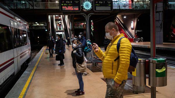 Desce ritmo de infeções e mortes em Espanha