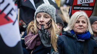 Coronavirus, Polonia: disegno di legge contro l'aborto in aula, in strada non si può protestare