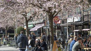A svéd kormány arra kérte a lakosságot, hogy kerüljék a zsúfolt helyeket, de nincsenek korlátozások érvényben