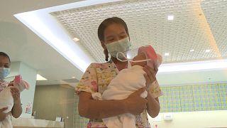 Μπανγκόγκ: Ασπίδες προσώπου για μωρά