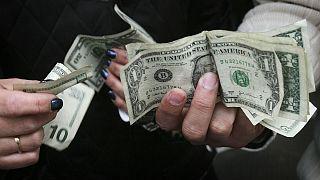 ادامه صعود قیمت طلا؛ نرخ دلار برای دومین بار در سال ۹۹ نزولی شد