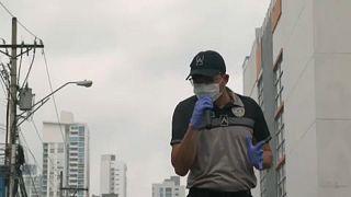Énekelnek a rendőrök Panamavárosban