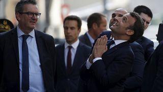 COVID-19: Francia prolonga un mes el confinamiento y España reabre su economía
