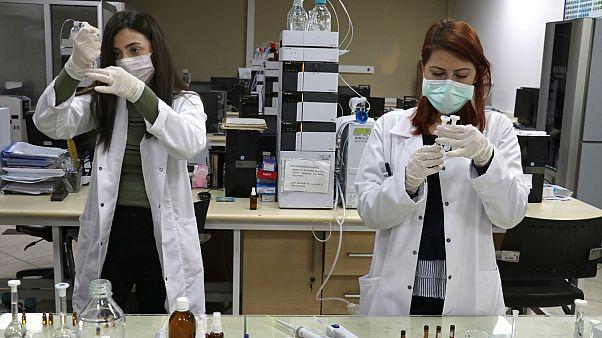 Ege Üniversitesi Aşı Araştırma ve Geliştirme Grubu, koronavirüsten korunmak amacıyla başlattığı yerli DNA aşısında ilk aşama olan antijen tasarımını test etmeye başladı