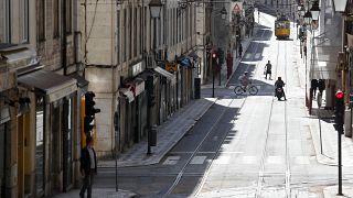 """""""Tempo per prepararsi e senso civico"""": così il Portogallo ha 10 volte meno contagi della Spagna"""