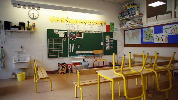 El profesorado duda de la fecha anunciada por el presidente Macron para la vuelta al colegio