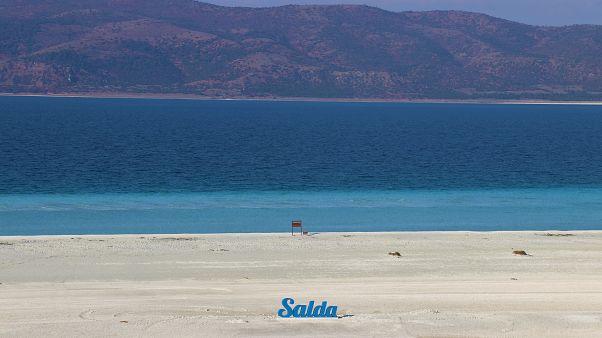 """""""Türkiye'nin Maldivleri"""" olarak ünlenen Salda Gölü"""