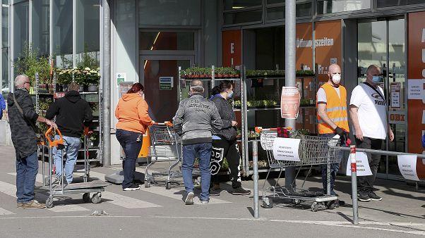 Schritt in Richtung Normalität: Viele Läden in Österreich wieder offen
