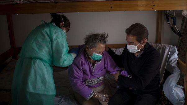 كورونا يفتك بكبار السن في أوروبا.. نصف وفيات الفيروس وقعت في دور الرعاية