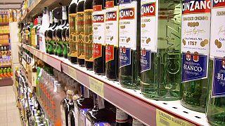 DSÖ: Alkol içmek koronavirüsü öldürmez ama aşırı tüketimi aile içi şiddeti artırabilir