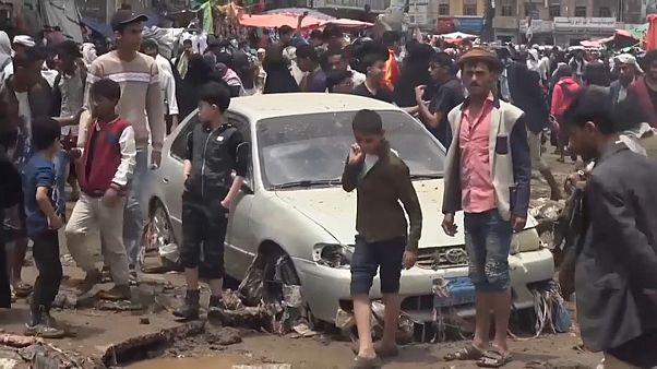 آثار الفيضانات المدمرة التي ضربت العاصمة اليمينة صنعاء 14-04-20