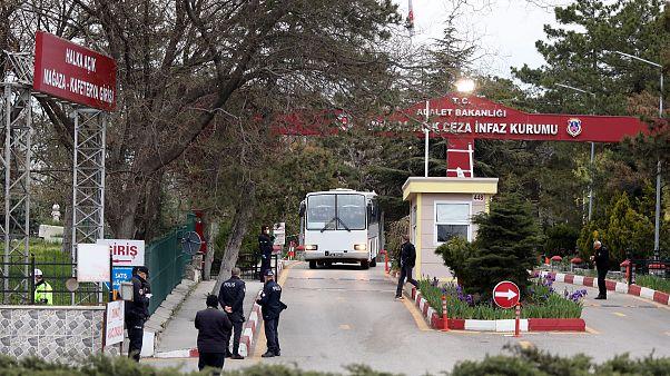 İnfaz düzenlemesine ilişkin kanun yürürlüğe girmesi ile İstanbul'da cezaevlerinden tahliyeler başladı