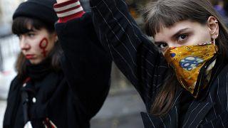 С началом объявленных карантинных мер количество актов насилия в отношении женщин увеличилось, сообщают НПО