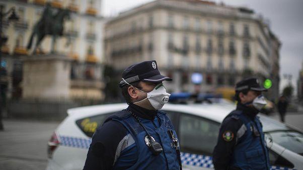 España registra menos muertes diarias por coronavirus pero más nuevos contagios