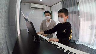 مدرسة متنقلة لتعليم الموسيقى في هونغ كونغ