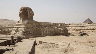 صورة لأهرامات الجيزة وتمثال أبو الهول في مصر