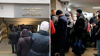 Пропускной режим в Москве привел к огромным очередям в метро и пробкам