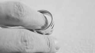 """اليابان تقدم شققا  للمتزوجين درءا لخطر الوصول إلى """"طلاق فيروس كورونا"""""""
