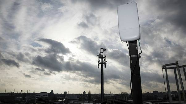 حمله به مظنون تازه شیوع کرونا؛ آنتنهای نسل پنجم تلفن همراه تخریب شدند