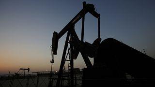 أسعار النفط ترتفع بعد تراجعها إلى أدنى مستوى لها منذ 18 عاما