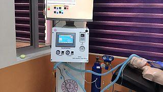 Hatay Şehit Serkan Talan Mesleki ve Teknik Anadolu Lisesi Biyomedikal Cihaz Teknolojileri Ar-Ge atölyelerinde solunum cihazı üretildi.