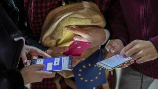 Difficile équilibre entre vie privée et mesures pour lutter contre le coronavirus dans l'UE
