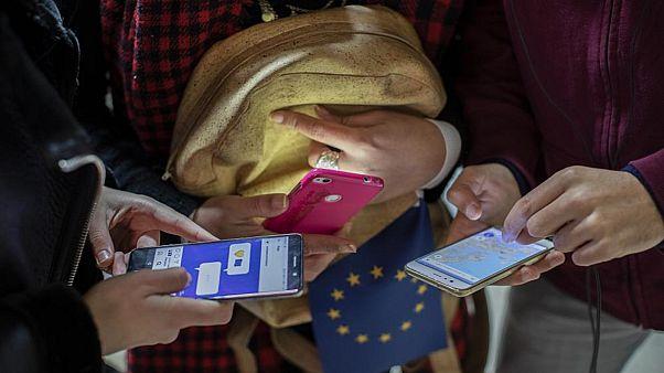 الاتحاد الأوروبي: تطبيقات تعقب الأفراد في إطار محاربة كورونا يجب أن يكون استخدامها مؤقتا