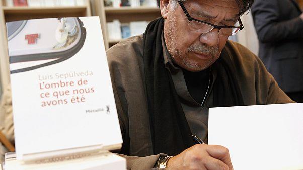 Şilili yazar Luis Sepulveda Covid-19 nedeniyle hayatını kaybetti
