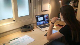 La estudiante, preparándose para los exámenes
