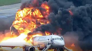 تصاویر تازهای از آتش گرفتن هواپیمای روسیه