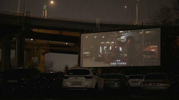 Sesiones de cine para sortear el tedio del confinamiento en Seúl