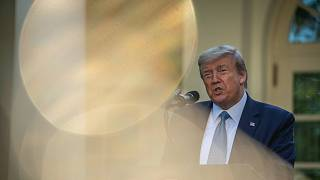 Trump a koronavírusról beszél a Fehér Ház Rózsakertjében