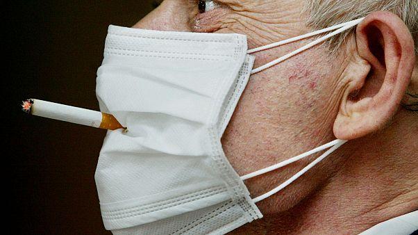 Covid-19 hastaları arasında sigara tüketenlerin oranı daha mı düşük?
