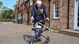 100 yaşındaki İngiliz savaş gazisinin koronavirüs için topladığı bağış 20 milyon euroyu geçti
