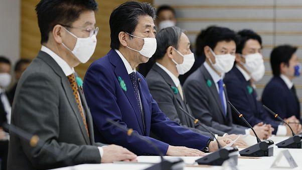 Druck von Präfekturen: Abe weitet Notstandsregeln aus