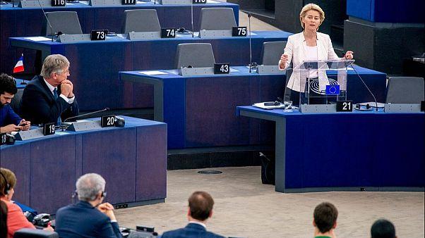 شیوع کرونا؛ رئیس کمیسیون اروپا به دلیل حمایت نکردن از ایتالیا «از صمیم قلب عذرخواهی» کرد
