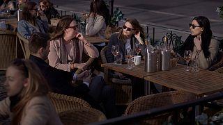 تجمع في مقهي في ستوكهولم 8 أبريل 2020