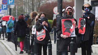 Elhalasztják Lengyelországban az abortusztörvény bevezetését
