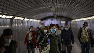 Viele Menschen sind wegen der Pandemie in finanziellen Schwierigkeiten.