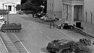 1967: Τανκς έξω από το Ελληνικό κοινοβούλιο μετά το πραξικόπημα