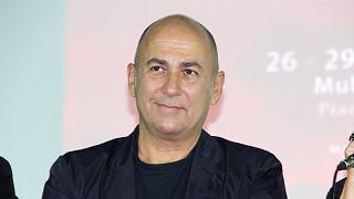 Ferzan Özpetek, İtalya'da ilk Covid-19 hastasının ortaya çıktığı 20 Şubat tarihinin 'Beyaz Gömlekliler' günü ilan edilmesi kampanyası başlattı