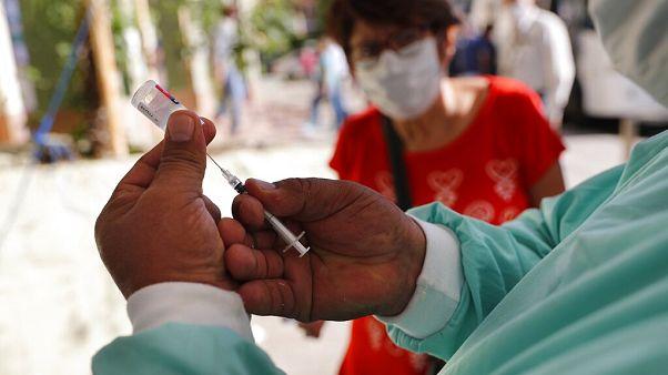 A fotó illusztráció, egy influenza elleni védőoltás beadásakor készült